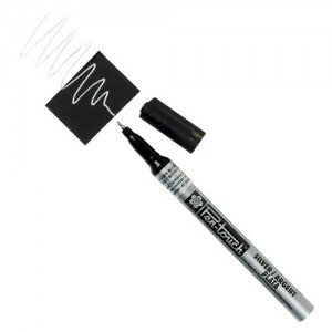 Totenart. Rotulador Plata Pen-touch extrafino Sakura