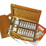 Wooden box with 17 colors oil Titan extra fine